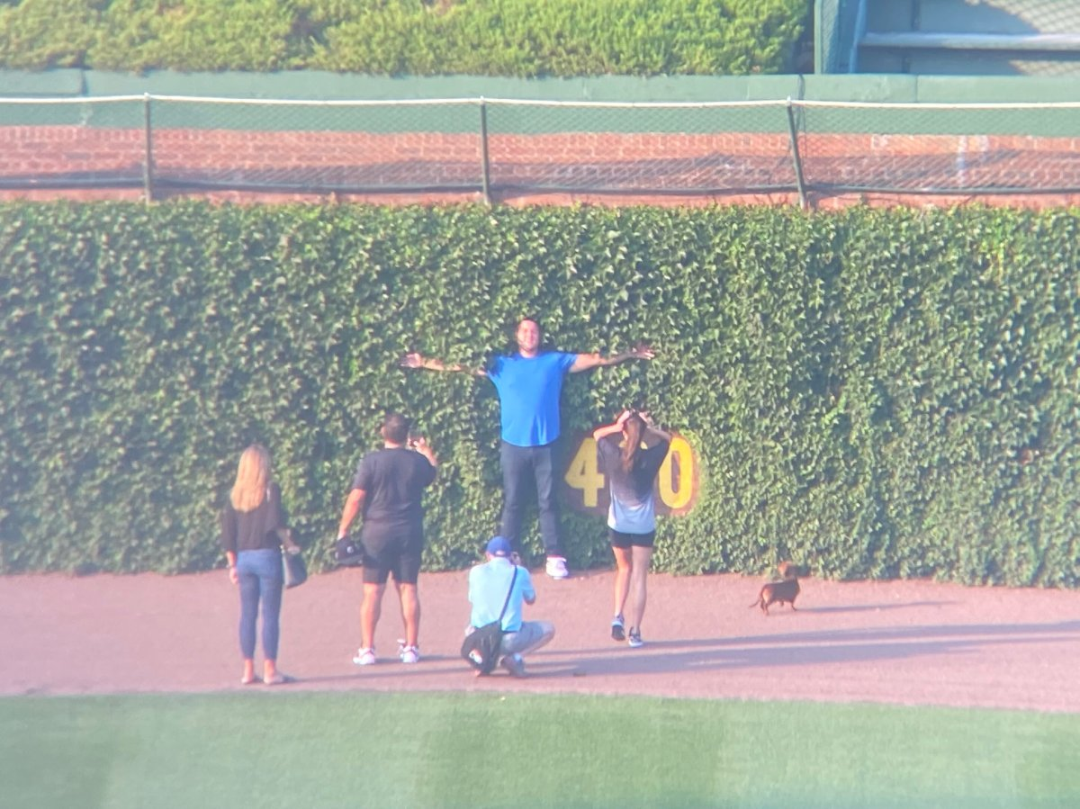 Anthony Rizzo and his family – a last walk around WrigleyField
