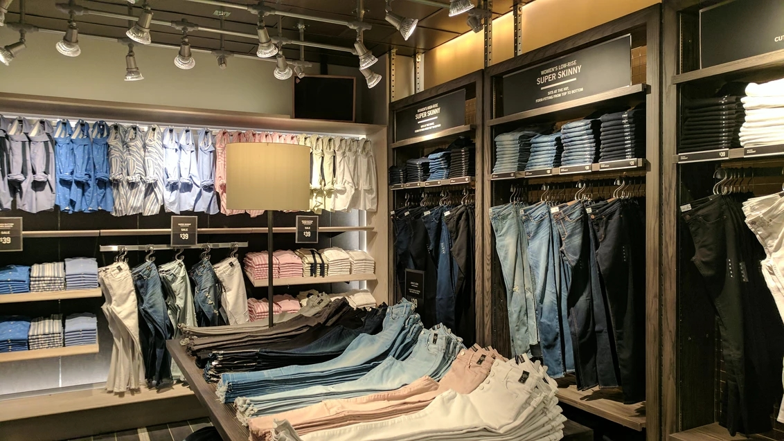 Abercrombie & Fitch visual merchandising.